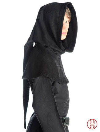 Gugel aus Wollfilz in schwarz - Seitenansicht