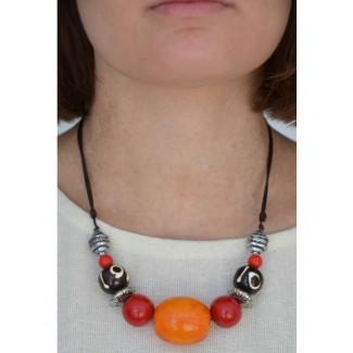 Mittelalter Halskette Sif aus Weißmetall-Resin in Bernsteinfarben-Rot Rückansicht