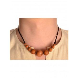 Mittelalter Halskette Arundel aus Sandelholz in Beige Frontansicht 2