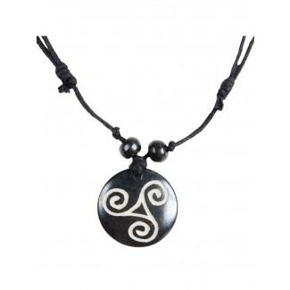 Kelten Halskette Macha (Triskele) aus Resin in Schwarz-Weiß Frontansicht